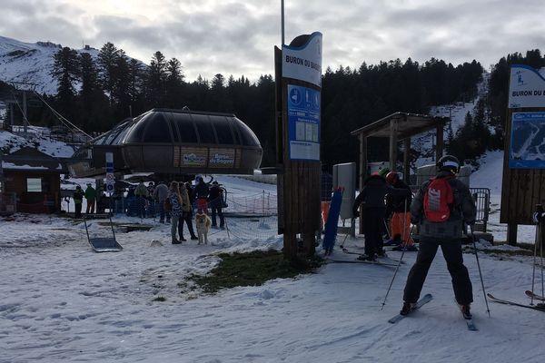 La station du Lioran a accueilli les premiers skieurs de sa saison le samedi 23 novembre.
