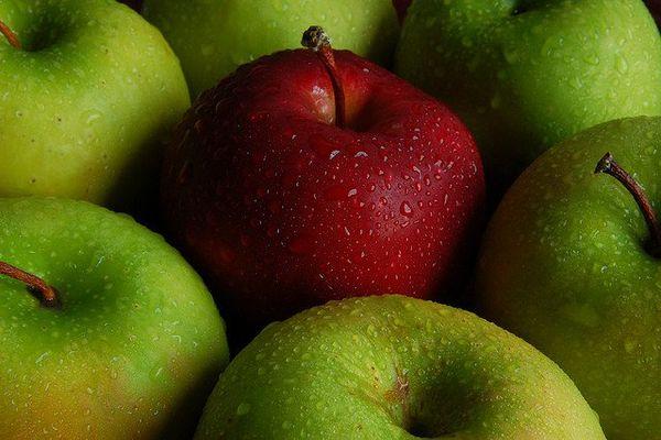 La pomme chasse le médecin.