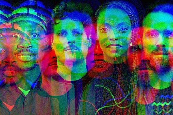 Le groupe Songø avec la chanteuse Sud-Africaine Sisanda Myataza, Yoann Minkoff et Mael (Loeiz) Danion et et le batteur, multi-instrumentiste Burkinabé Petit Piment à l'affiche des Trans Musicales