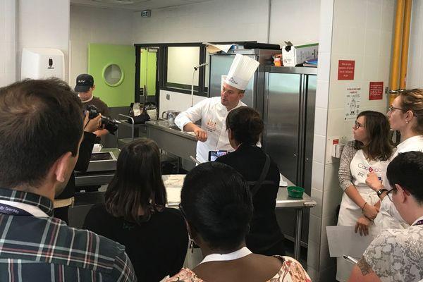 A Grenoble, Talentéo organise des sessions de recrutement en cuisine.