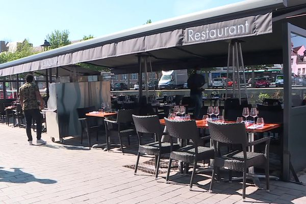 Terrasse de restaurant, quai Belu à Amiens