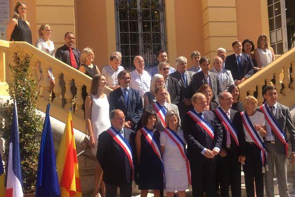 La nouvelle équipe municipale de Vence autour de Régis Lebigre, élu avec 41,71% des voix.