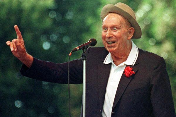 Charles Trenet à l'occasion du festival des Vieilles Charrues en 1998.
