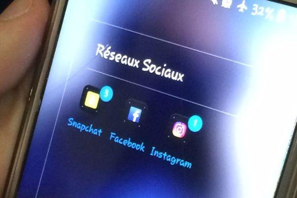 En tête de liste des réseaux sociaux favoris chez les ados : Snapchat et Instagram. Facebook est délaissé par les jeunes.