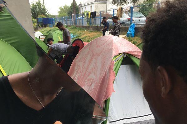 Les migrants au gymnase Jeanne Bernard à Nantes, juillet 2019