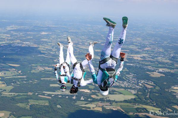 """Les """"Skynonymous"""", Clément Passemier, Florian Grielle et Cyrill Padieu représentent la France au prochain Championnat du monde de parachutisme."""