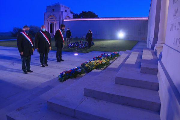 Une quinzaine d'officiels seulement a pu assister à la cérémonie de l'Anzac Day au mémorial de Villers-Bretonneux.
