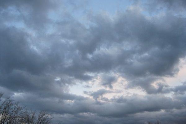 Le ciel se couvre peu à peu ; c'est l'annonce d'une nouvelle perturbation pluvio-neigeuse