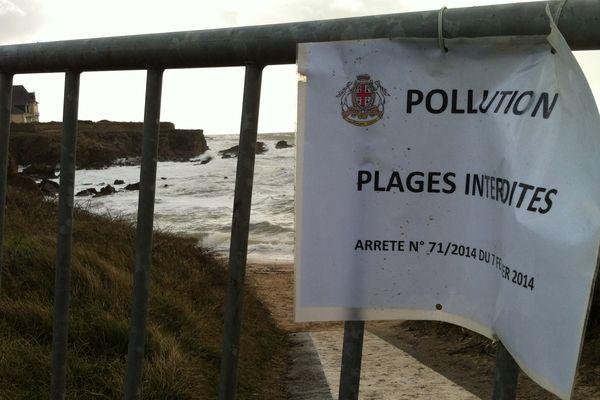 Des plages interdites d'accès après la découverte de boulettes de fuel lourd sur la Côte Sauvage en Loire-Atlantique