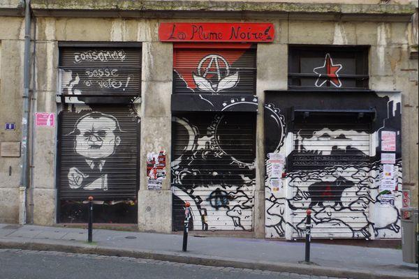 A Lyon, dans le quartier de la Croix-Rousse, la librairie  la Plume Noire avait déjà été l'objet de menaces en 2016