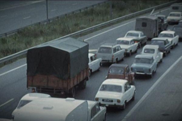 La route Nationale 6 traverse la Bourgogne, en direction du sud de la France