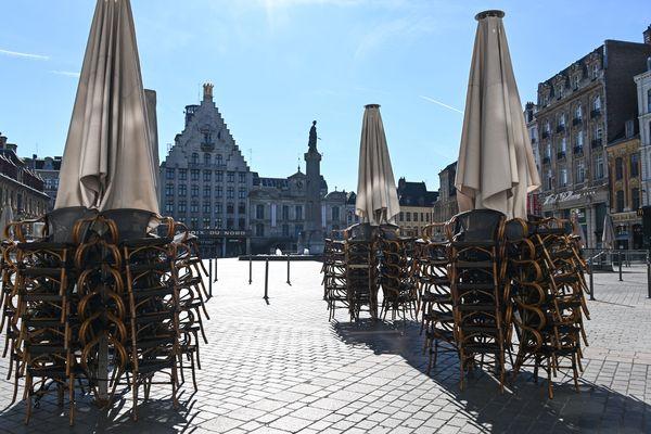 La Grand'Place de Lille déserte, commerces fermés lors du premier confinement le 18 mars 2020