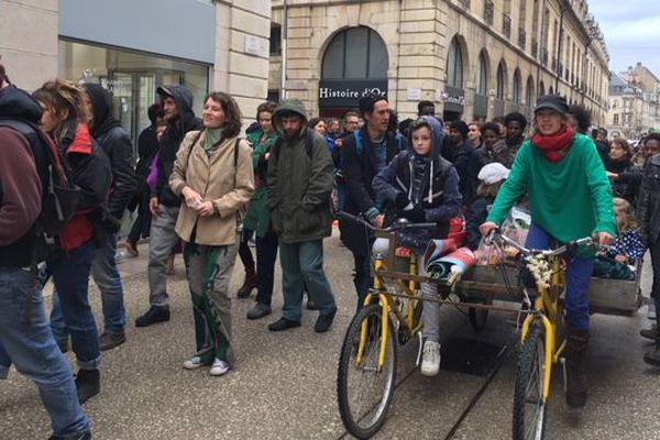 Les manifestants en soutien au quartier des Lentillères samedi 28 avril