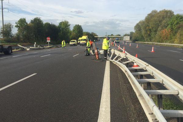 jeudi 28 septembre 2017 10h : l'autoroute A10 coupée à hauteur de Meung-sur-Loire (Loiret). Dans le sens Province-Paris. Un camion venant du sens opposé a traversé le terre-plein central.