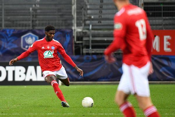 Lilian Brassier du Stade Brestois lors du match contre Rodez, pendant les 32ème de finale de la Coupe de France. Les Brestois ont maintenant rendez-vous avec le PSG