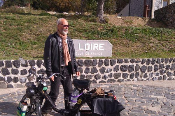 De l'estuaire à la source de la Loire, en Solex, Didier Bourgeais l'a fait!