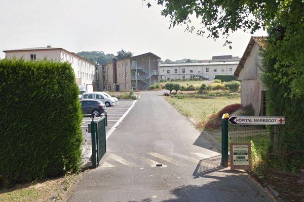 Quarante-cinq cas de coronavirus ont été détectés au sein de l'Ehpad du centre hospitalier Michel-Marescot de Vimoutiers dans l'Orne. Les résidents sont confinés.