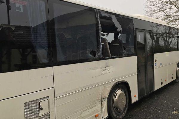 La collision a eu lieu dans le bourg de Jussas et a fait 6 blessés légers