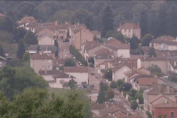 Commune de Saint-Denis-de-Cabanne, dans la Loire, qui doit accueillir 80 migrants en novembre prochain.