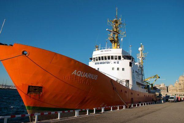 L'Aquarius amarré à Marseille, la veille de son départ en méditerranée