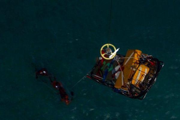 Hélitreuillage à bord de l'hélicoptère Cougar de la base aérienne de Solenzara (Illustration)