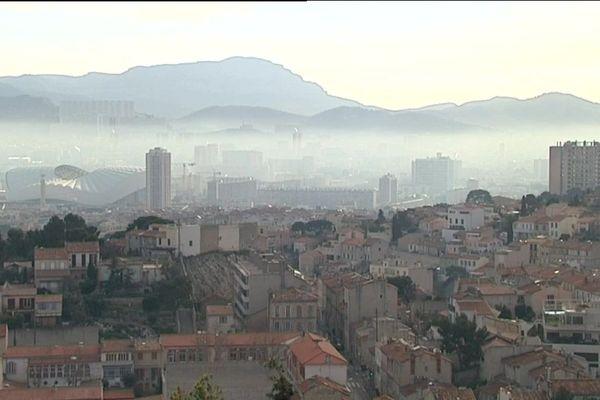 48 % du transport routier et 40% du transport maritime seraient responsable de la pollution de l'air à Marseille.