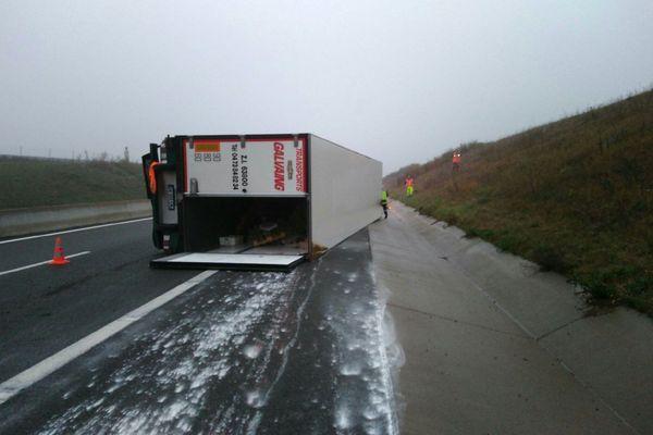 Mercredi 23 octobre, un poids lourd s'est renversé sur l'A719 à Monteignet-sur-l'Andelot, dans l'Allier.