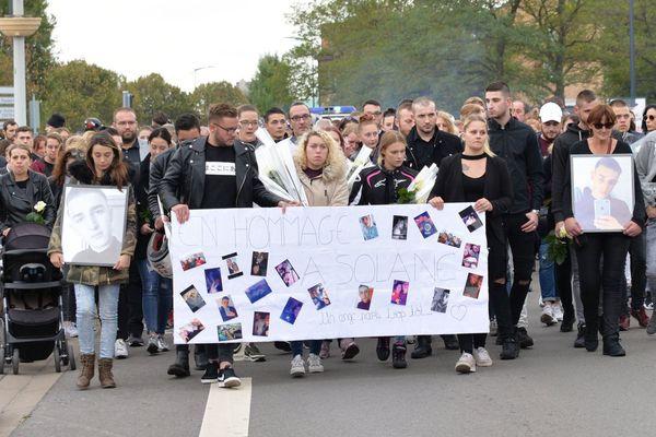 Une centaine de personnes se sont réunies pour rendre un dernier hommage à Solane.