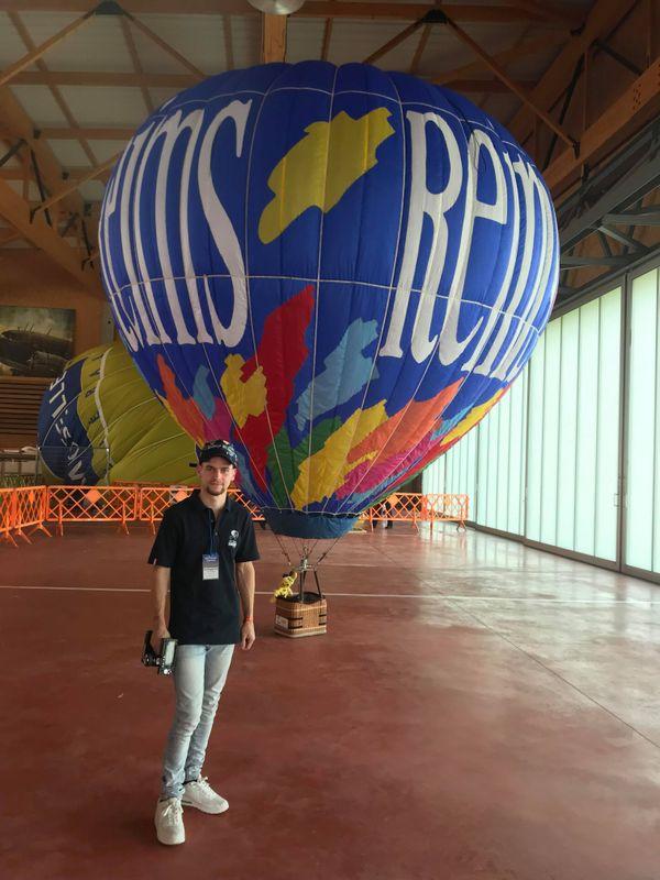 Dans ces mini-montgolfières, les enfants peuvent faire voler leur doudou avec le pilote Antoine Remy.