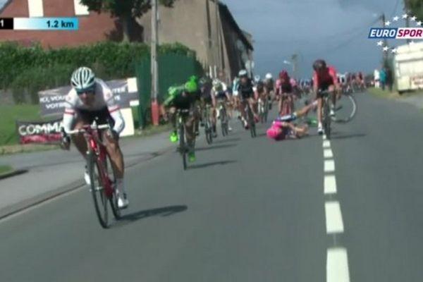 La chute dans le peloton d'échappées au Grand Prix de Fourmies.