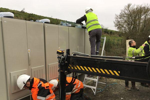 Les techniciens à pied d'oeuvre après une panne géante d'internet à Saint-Viaud en Loire-Atlantique, 31 décembre 2018