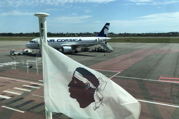 Un airbus A320 de la compagnie régionale Air Corsica, sur le tarmac de l'aéroport de Bastia-Poretta.