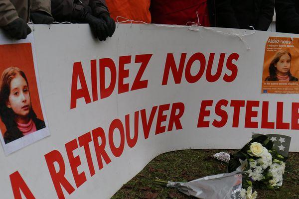 Estelle Mouzin était âgée de 9 ans lors de sa disparition, le 9 janvier 2003 alors qu'elle rentrait de l'école (illustration : marche silencieuse du 8 janvier 2017).