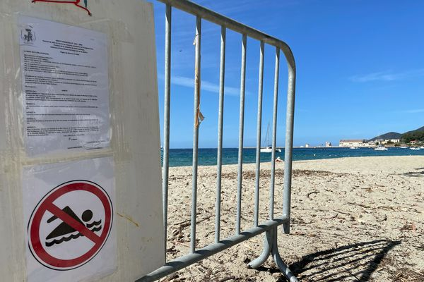 À Ajaccio, la baignade est interdite sur les plages du Ricanto et de Tahiti depuis le mercredi 23 juin.