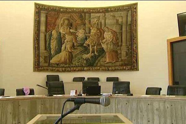 La cour d'assises du Puy-de-Dôme à Riom, au deuxième jour du procès de Stéphane Vernier qui comparait pour le meurtre de Yanis, son fils de 3 ans.