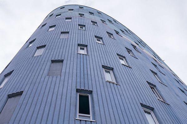 Un des immeubles construits par des architectes français dans l'après-guerre