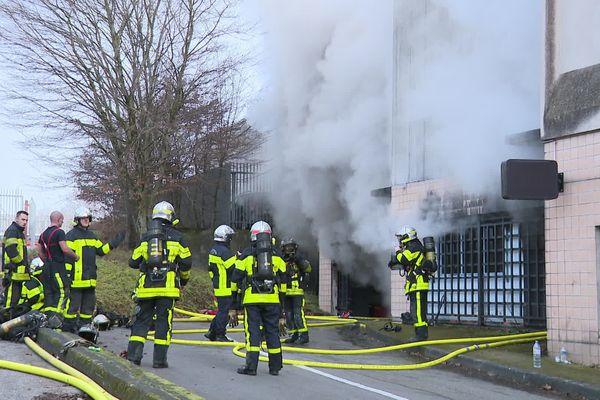 127 voitures ont brûlé à l'intérieur du parking Cassin à Besançon le 31 décembre 2019.