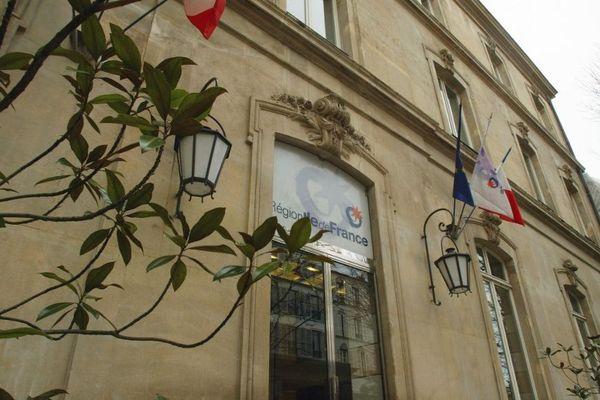 L'hôtel de région dans le VIIe arrondissement accueille ce marché éphémère.