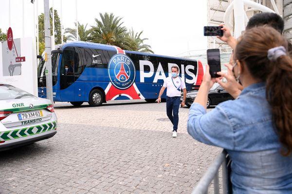 C'est ce bus qui devait amener les joueurs du PSG au stade de la Mosson afin d'affronter Montpellier en demi-finales de Coupe de France de football.