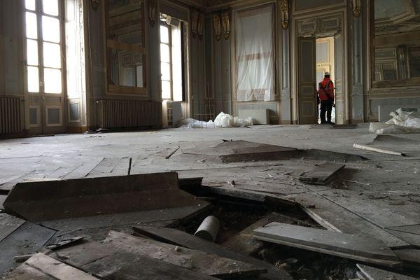 Les grands salons de la mairie d'Annecy dont les débris doivent encore être évacués.