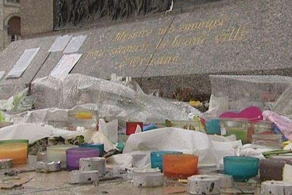 Commémoration des attentats, place du Martroi à Orléans.
