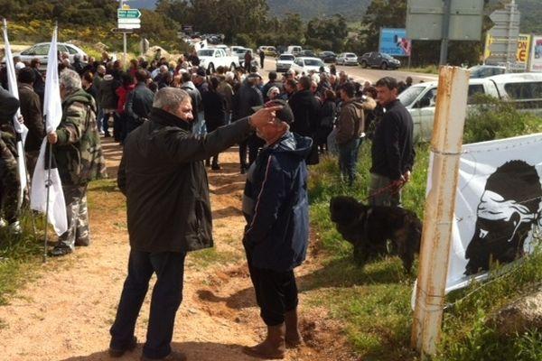 Défenseurs de l'environnement et mouvements politiques se mobilisent dimanche 21 avril contre l'aménagement de l'espace remarquable de la Testa Ventilegna à Figari