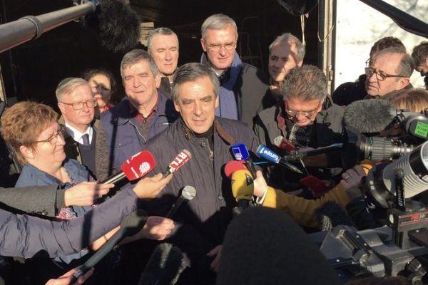 Beaucoup de journalistes pour la visite de François Fillon le 1er décembre 2016 en Sarthe