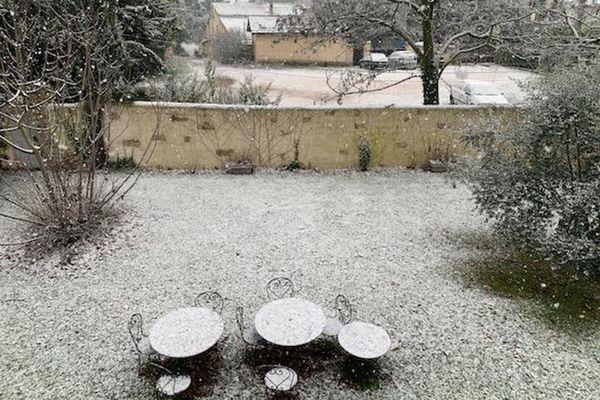 Un manteau blanc a recouvert ce jardin de Puyricard.