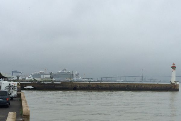 Les premiers spectateurs sont déjà arrivés pour assister au départ de l'Harmony of the Seas