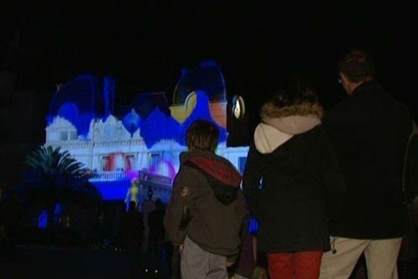 Scénariser les murs de la ville pour participer à la fête, Biarritz a fait le choix d'être ville des lumières, de basse consommation bien sûr.