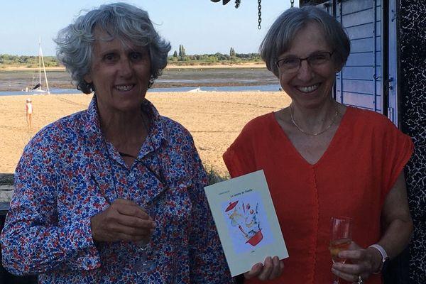 """L'auteure Colette Poisson (à gauche) et l'éditrice Christiane Lafitte ( à droite) lors de la présentation du livre """"La cuisine de Claudie"""", à la Cabane 52, à Arcachon."""