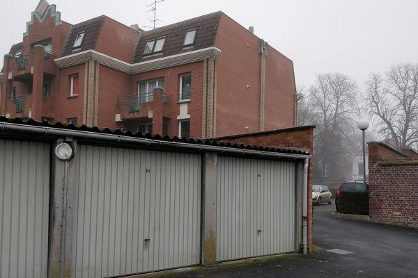 Deux corps, celui d'un homme et d'une femme, avaient été retrouvés devant les garages de la résidence Marcel Cachin.