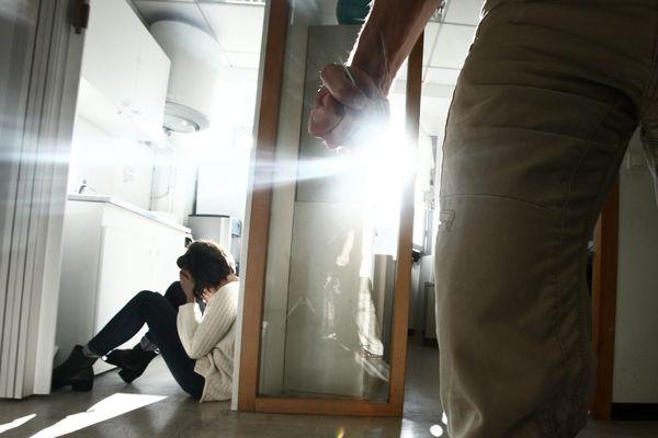 Chaque année, en France, environ 220.000 femmes sont victimes de violences de la part de leur conjoint ou ex-conjoint