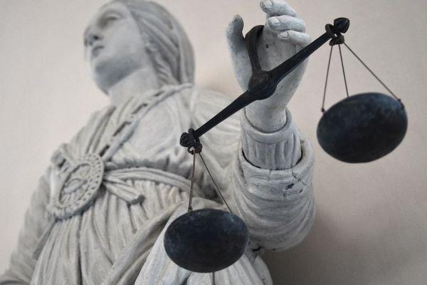 Le tribunal a assorti la condamnation d'une interdiction d'exercer une profession en lien avec des mineurs pendant 5 ans (illustration).